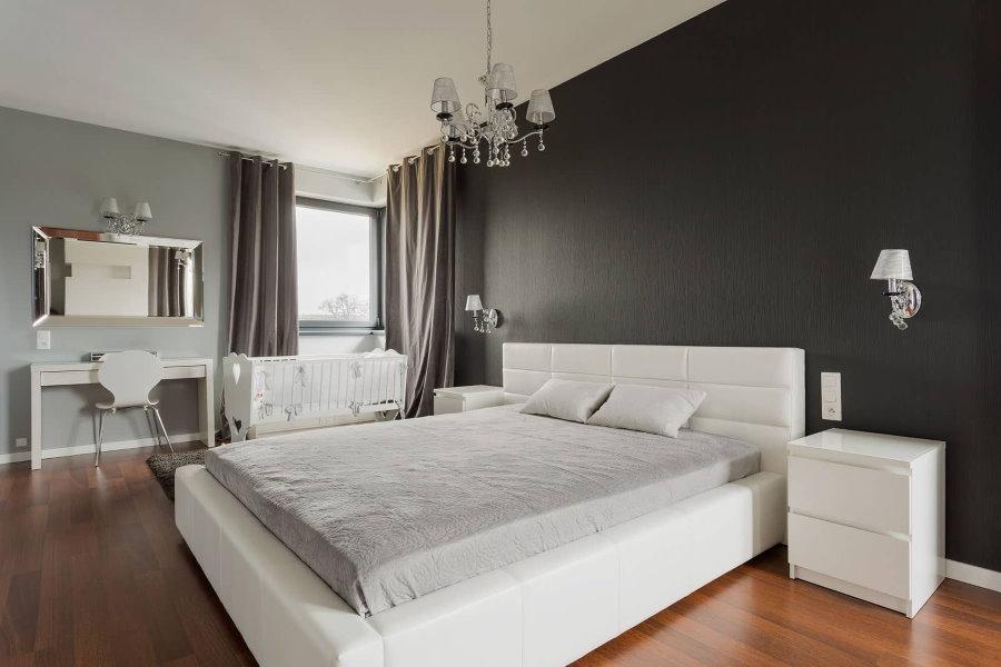Покраска стен спальни в разные оттенки серого цвета