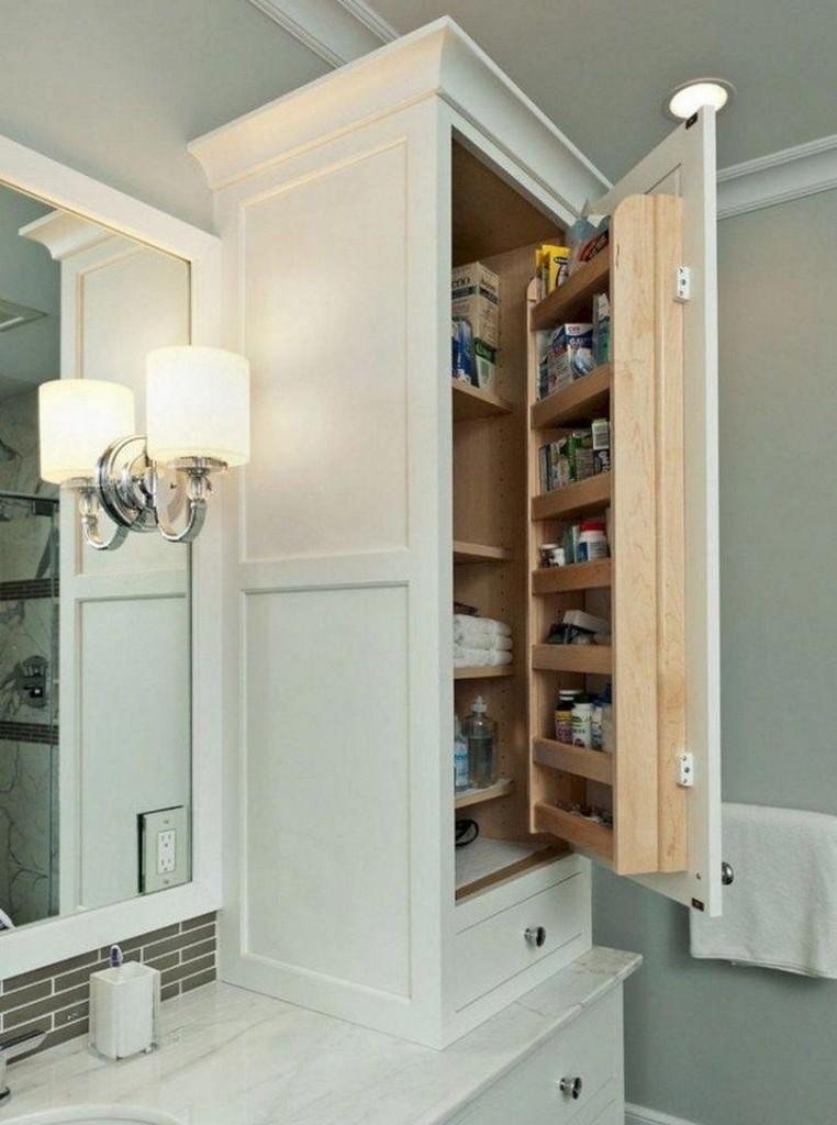 Удобный шкафчик с полочками в дверце