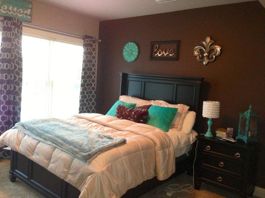 Сочетание коричневого цвета с бирюзовым в комнате мальчика