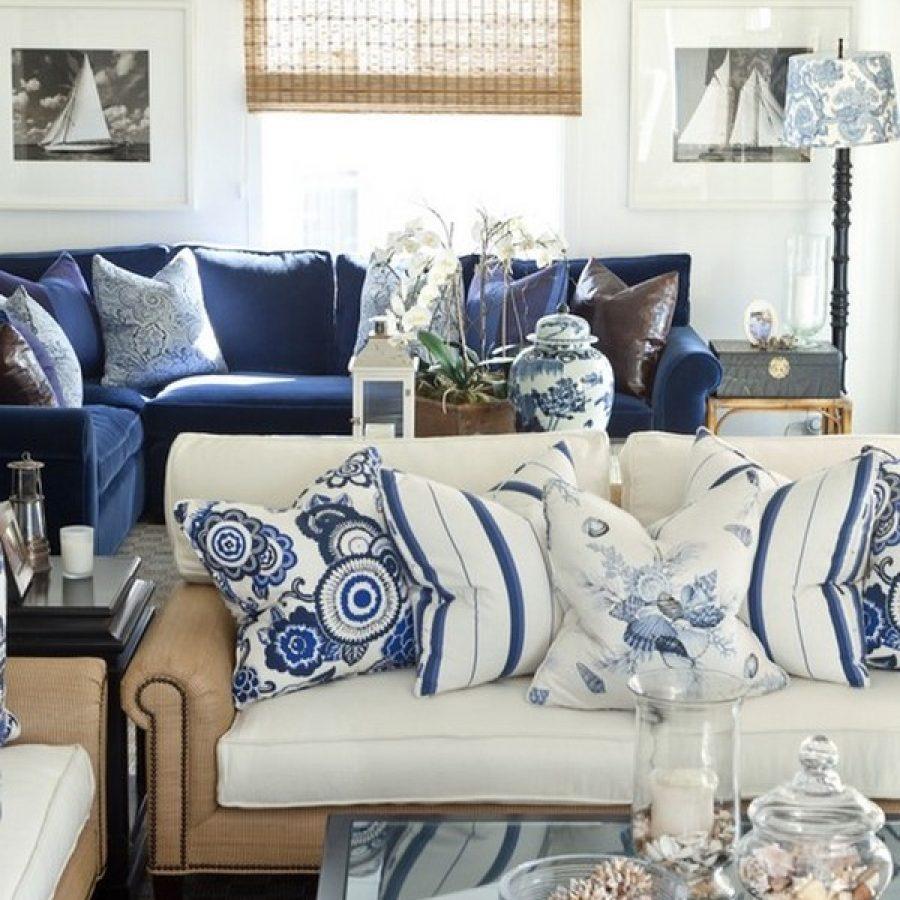 Сине-белая мебель в гостиной морского стиля