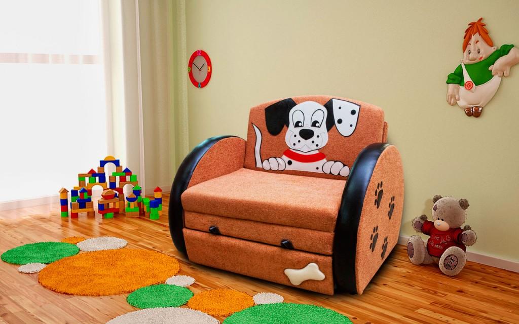 Раскладное кресло с рисунком собачки на спинке