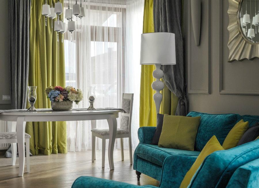 Сочетание штор с общим интерьером гостиной