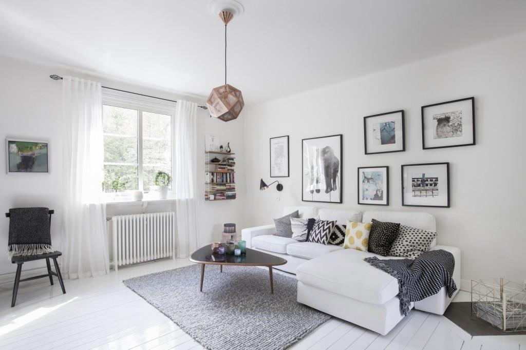 Декор фотографиями белой стены в квартире