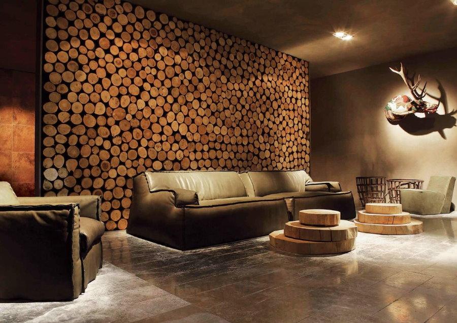 Декор спилами стены над диваном