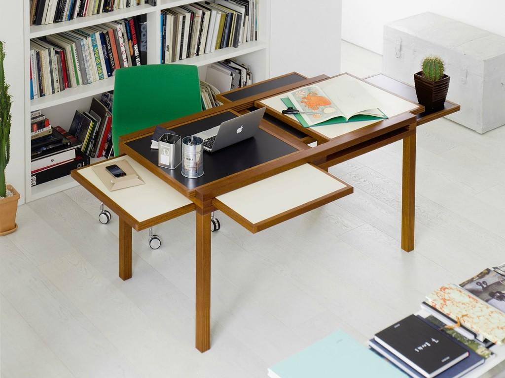 Письменный стол-трансформер в гостиной комнате