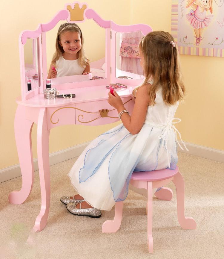 Небольшой туалетный столик для девочки 5 лет