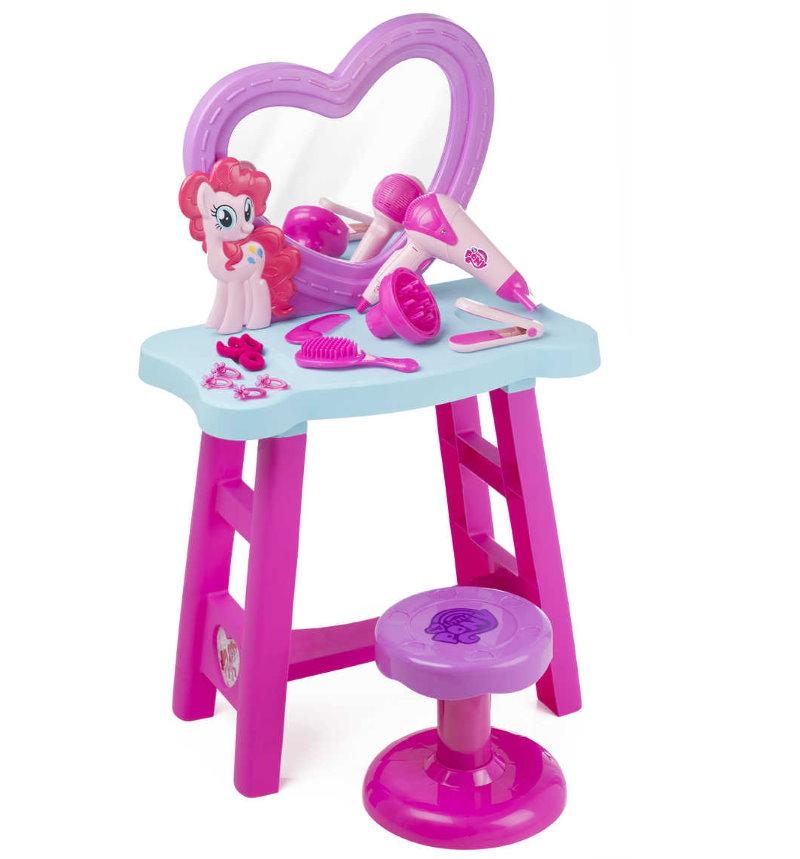 Компактная модель туалетного столика для девочки