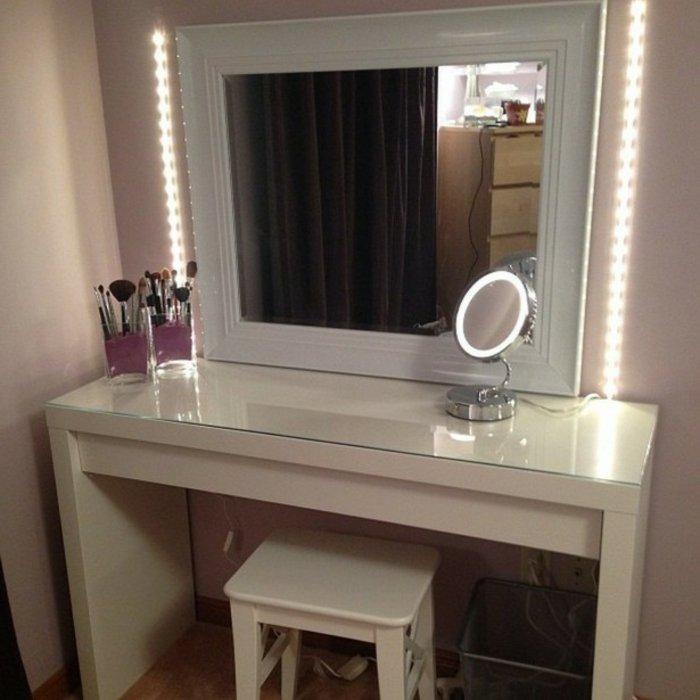 Светодиодная подсветка на косметическом столике