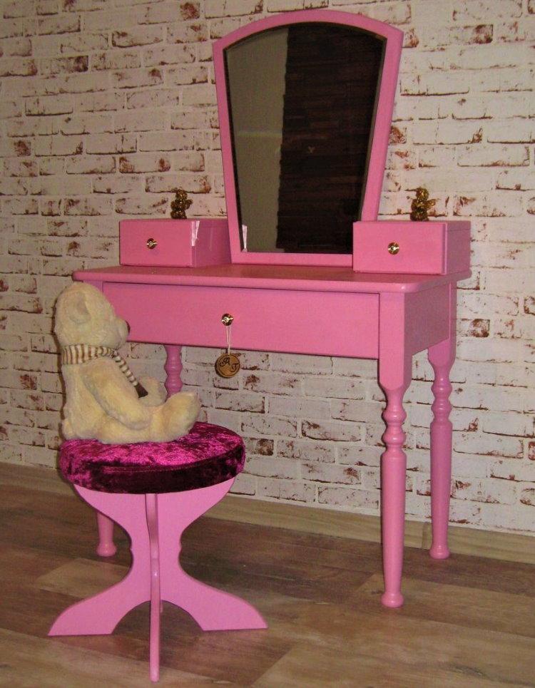Розовый туалетный столик из МДФ для юной модницы