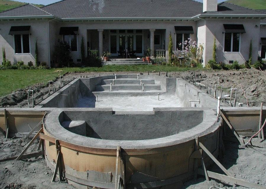 Строительство бетонного бассейна на загородном участке