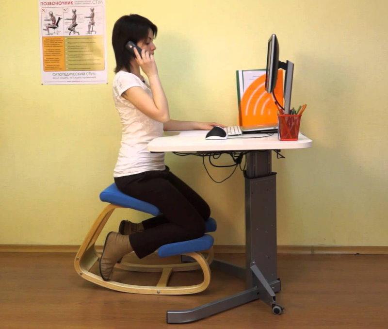 Детский стул-баланс с опорами для коленей
