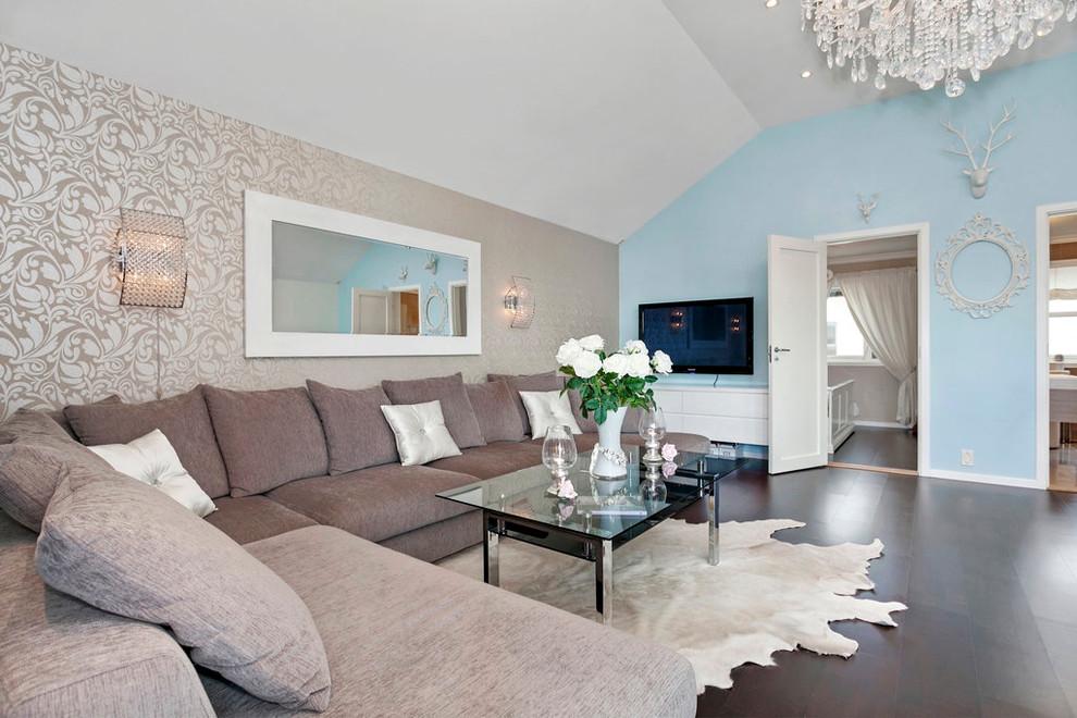 Вместительный диван в современной гостиной