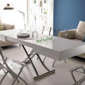Раскладной стол с узкой столешницей