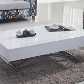 Белый журнальный столик с раскладной столешницей