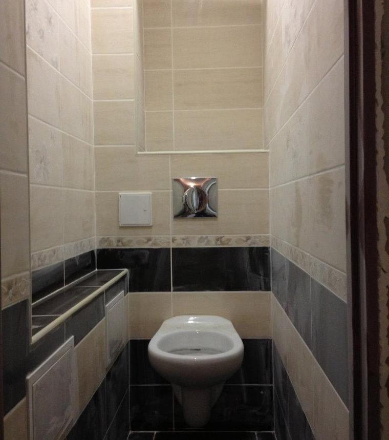 Керамическая плитка на стене туалета в панельке