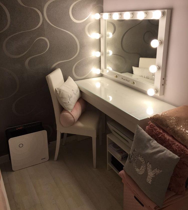 Туалетный столик из ДСП с зеркалом и подсветкой