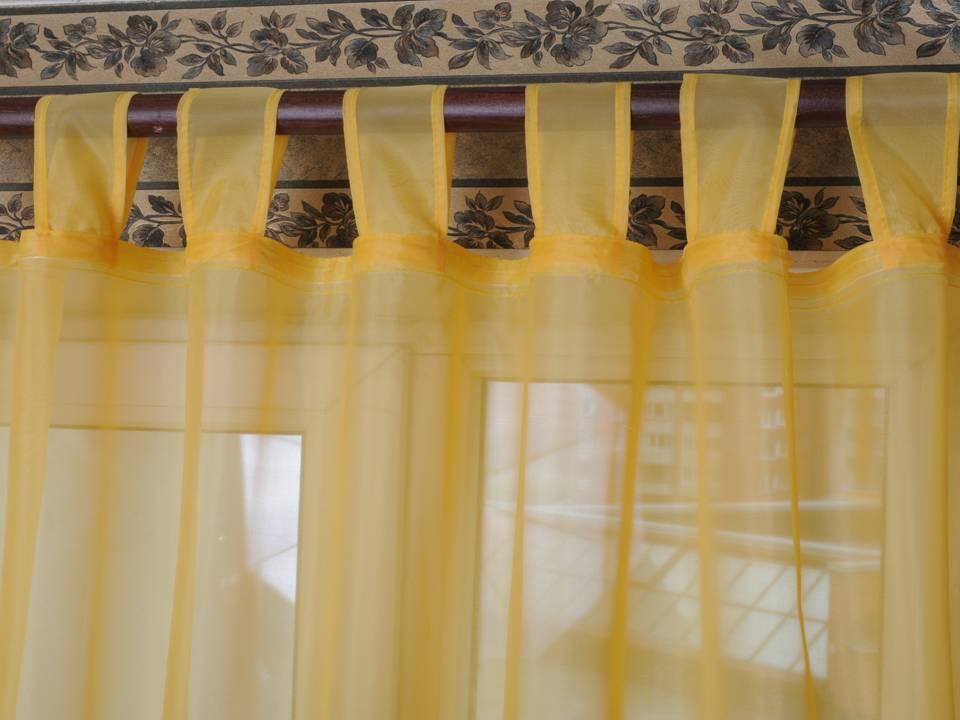 Желтый тюль на широких петлях