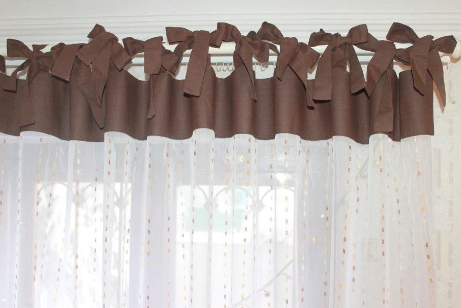 Контрастные завязки в верхней части тюлевой шторы