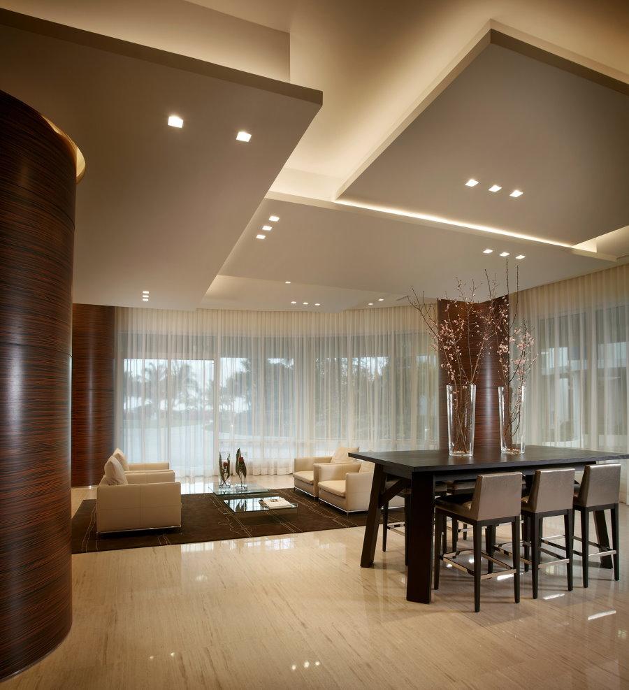 Шторы из тюля в гостиной стиля минимализма