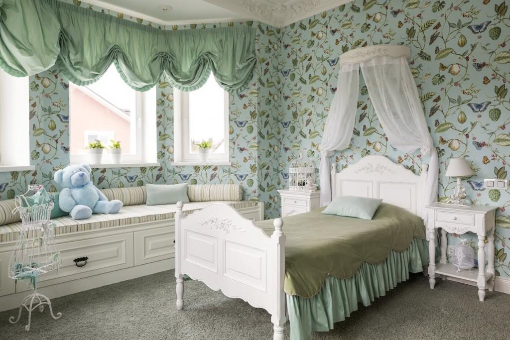 Балдахин из белого тюля над детской кроватью