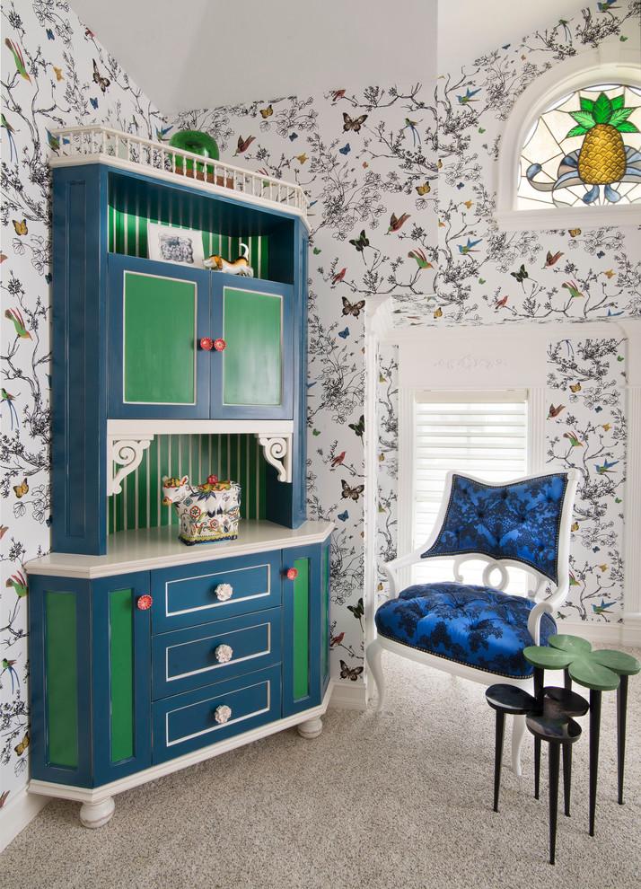 Винтажный шкаф углового типа в спальне девочки
