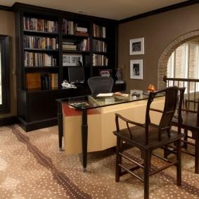 кабинет в квартире уютный