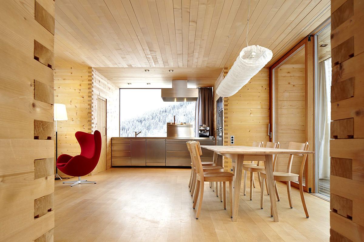 Фото дизайнов домов с использованием евровагонки
