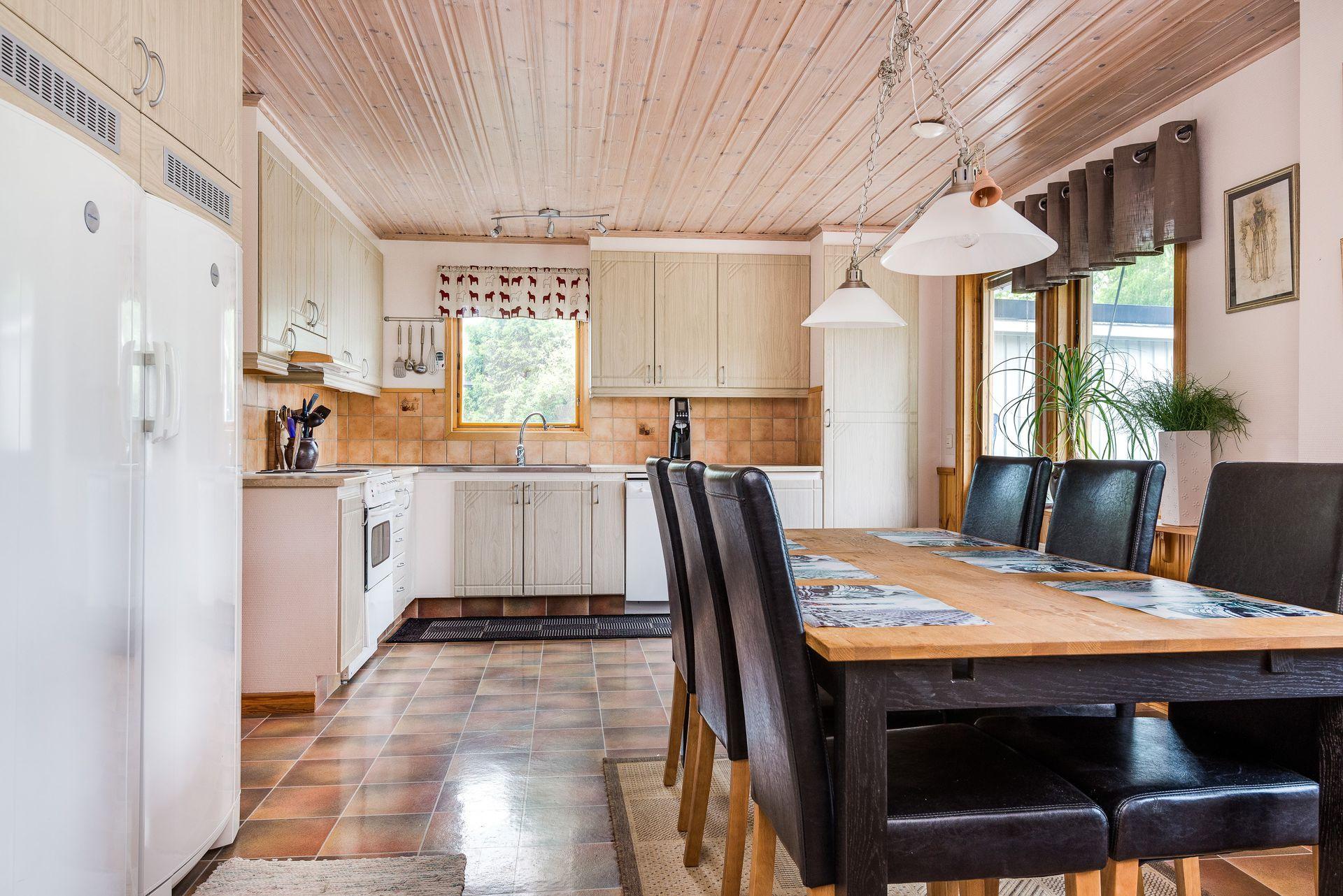 потолок из вагонки на кухне фото это