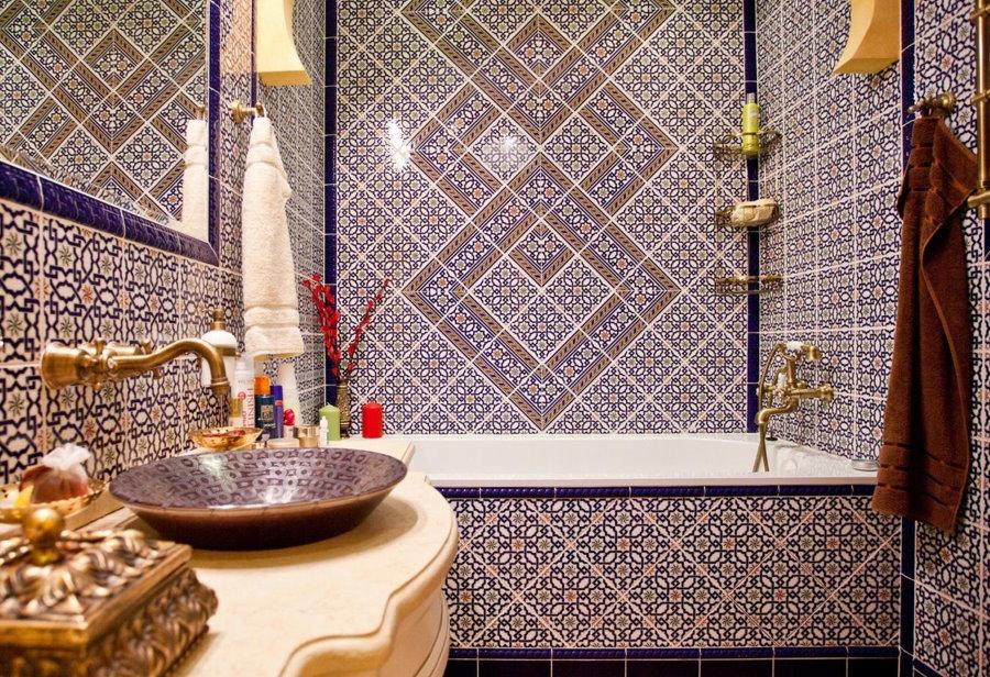 Накладная раковина в ванной восточного стиля