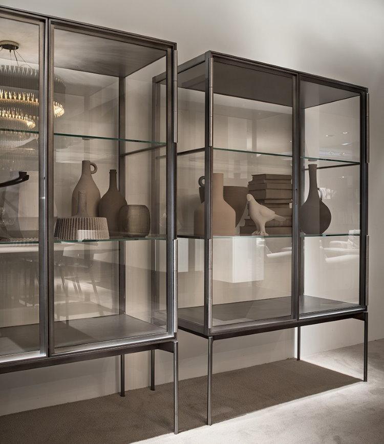 Металлическая витрина для керамической посуды