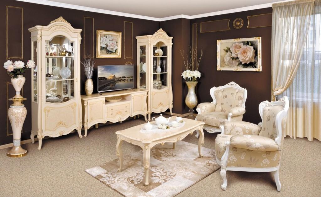 Шкафы-витрины из дерева для зала в стиле классики