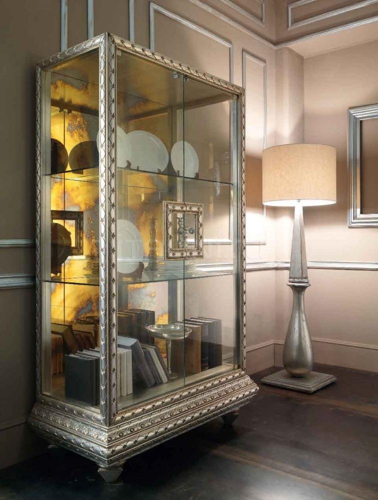 Зеркальный шкаф-витрина для богемной гостиной