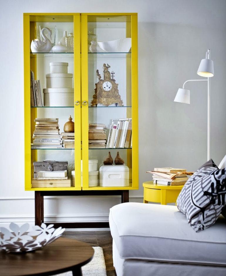 Шкаф для посуды желтого цвета