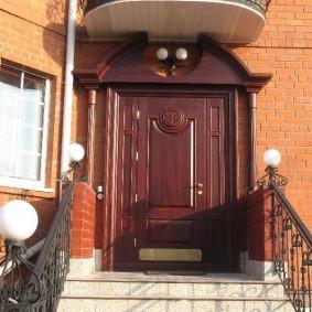 входные деревянные двери виды оформления