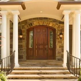 входные деревянные двери виды декора