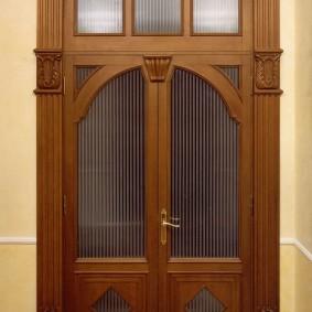 входные деревянные двери оформление фото
