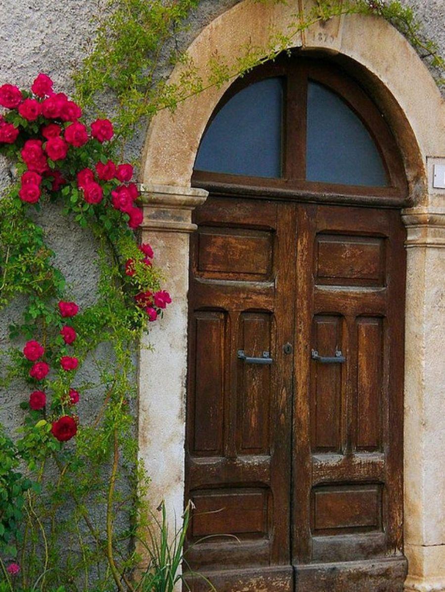 Картинка старинной двери