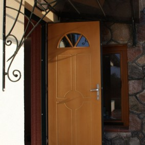 входные деревянные двери фото декора