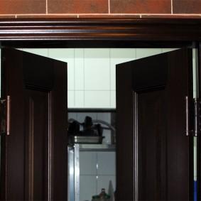 входные деревянные двери обзор