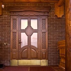 входные деревянные двери фото