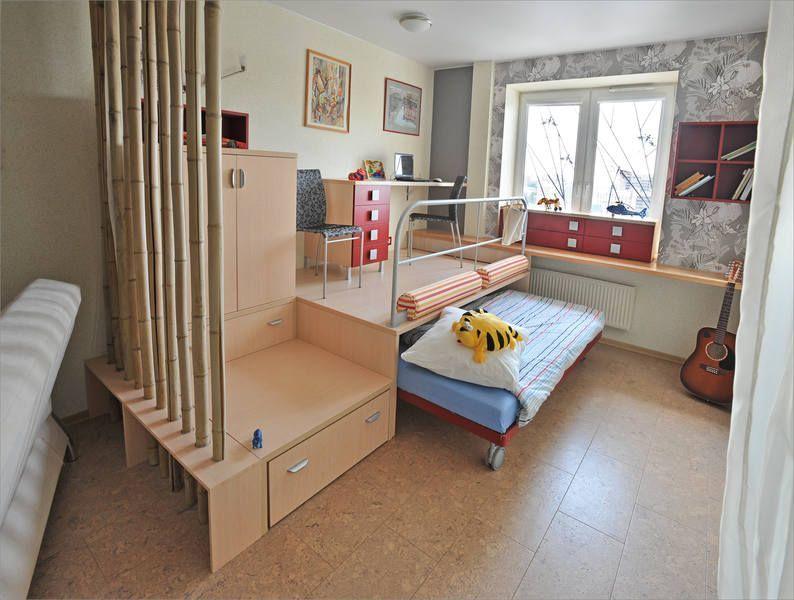 Выдвижная кровать в подиуме детской зоны