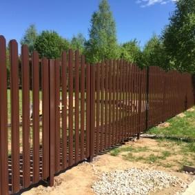 забор из евроштакетника декор фото