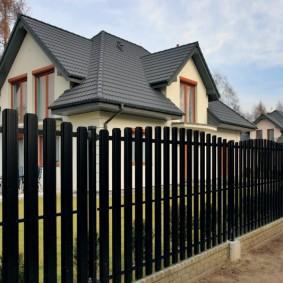 забор из евроштакетника фото декор