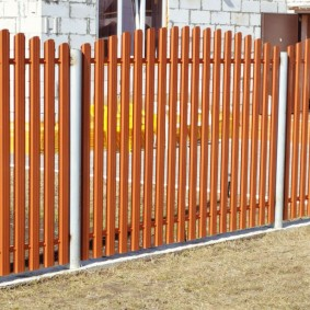 забор из евроштакетника фото оформление