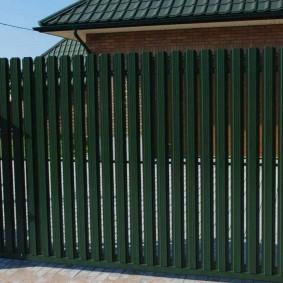 забор из евроштакетника обзор