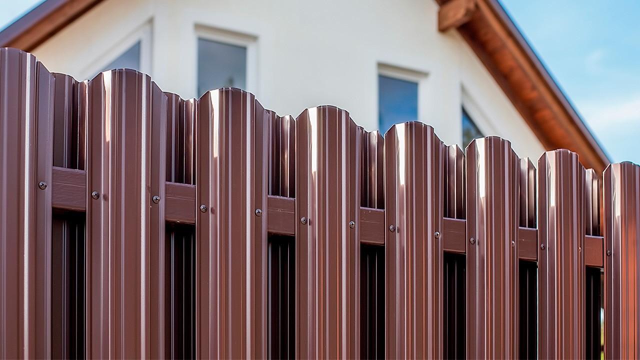 забор из евроштакетника дизайн фото