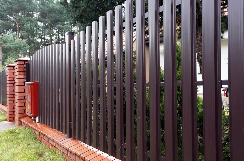 забор из евроштакетника дизайн