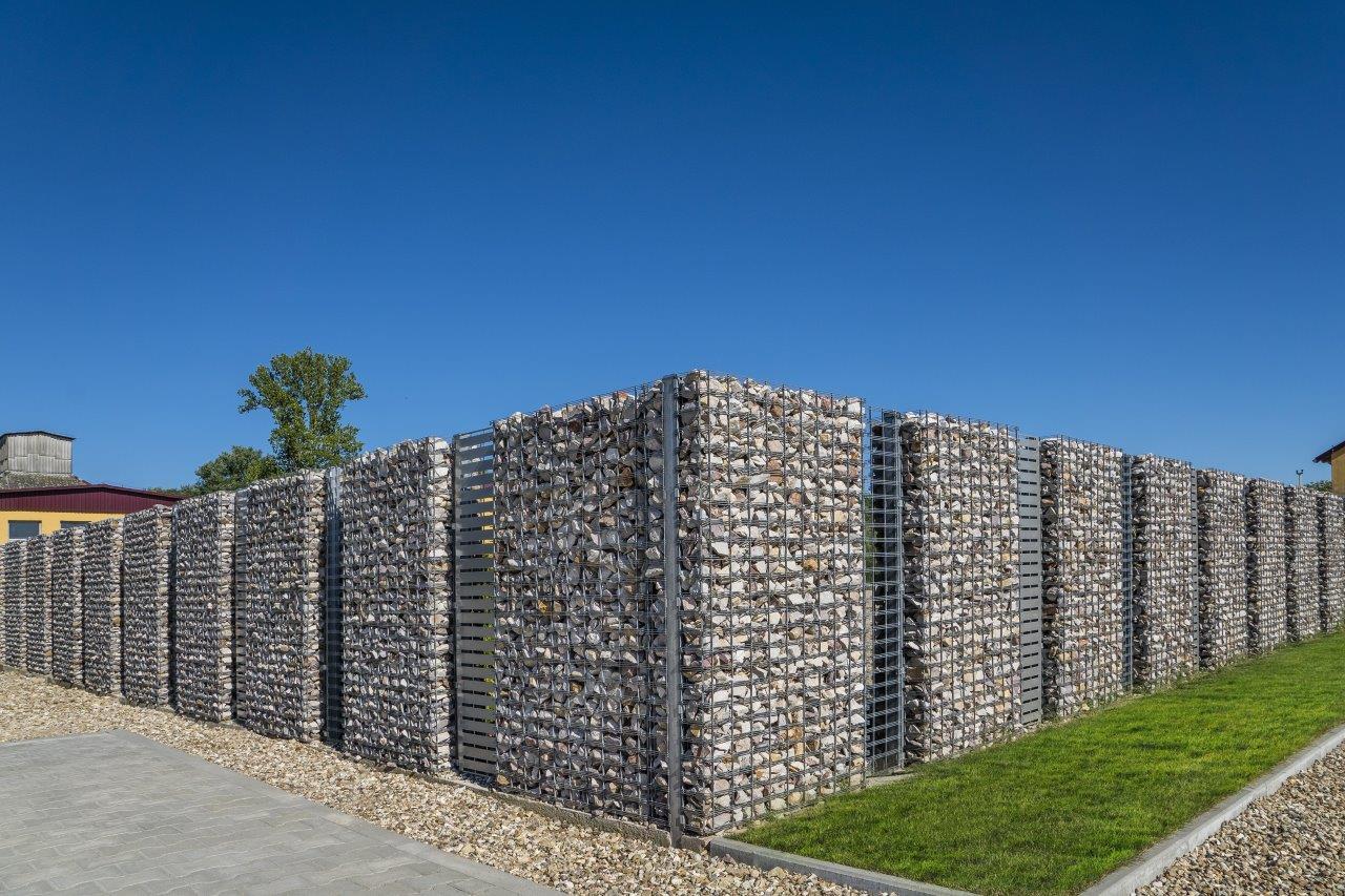 иман супермодель заборы для частного дома из камней фото почему приватности