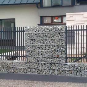 забор из габионов оформление