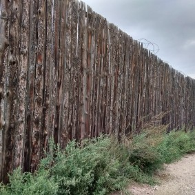 забор из горбыля идеи дизайн